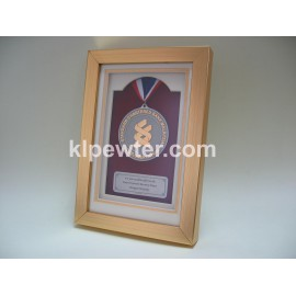 Customized 24K Gold Plated Pewter Medal in Frame