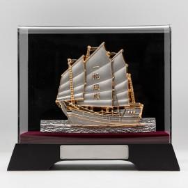 [982G] Sailing Boat (Gold) (L)
