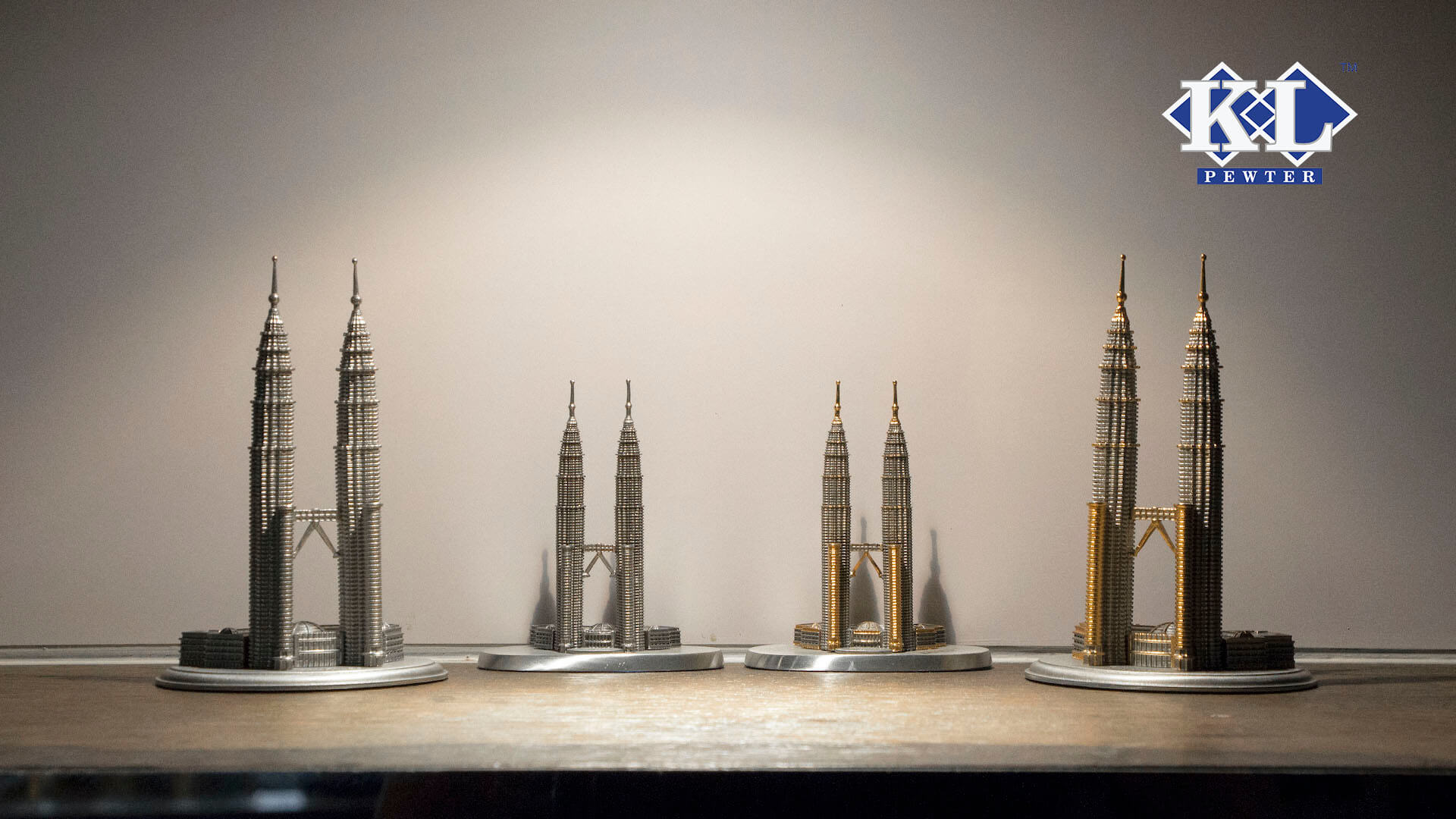 pewter-and-24k-gold-plated-twin-towers-kuala-lumpur-figurines-display